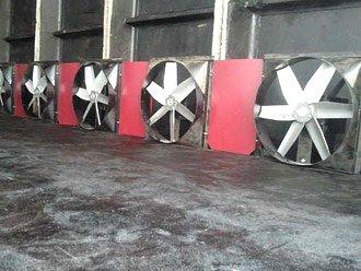 вентилятори для створення рушійного напору і витрати повітря в камері